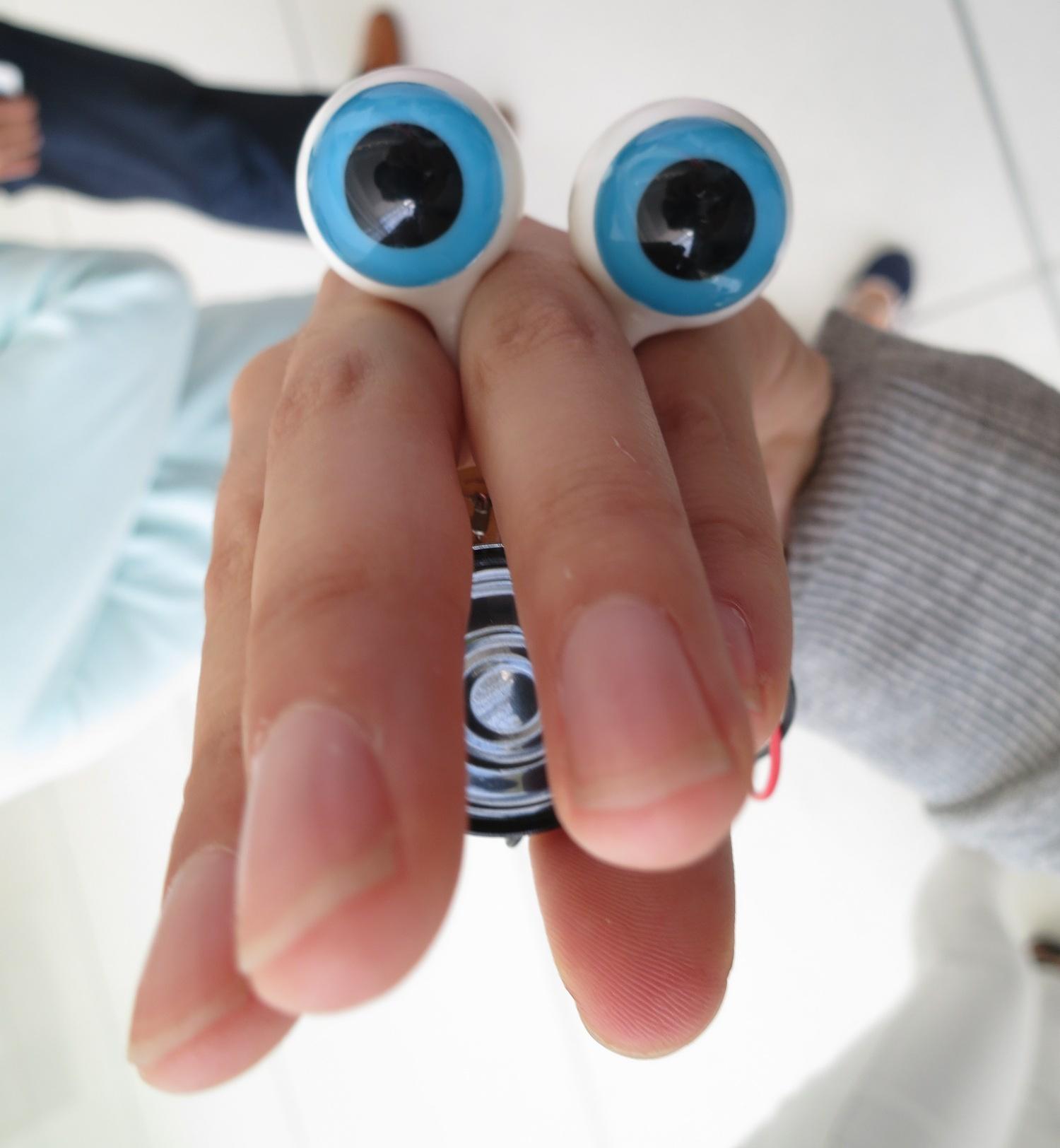hi-eyeeye.JPG